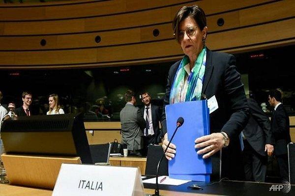 وزیر دفاع ایتالیا : فرانسه مقصر بخشی از درگیری های جاری در لیبی است