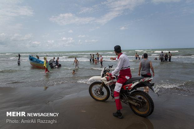 نجات 45 نفر از غرق شدن در دریای مازندران