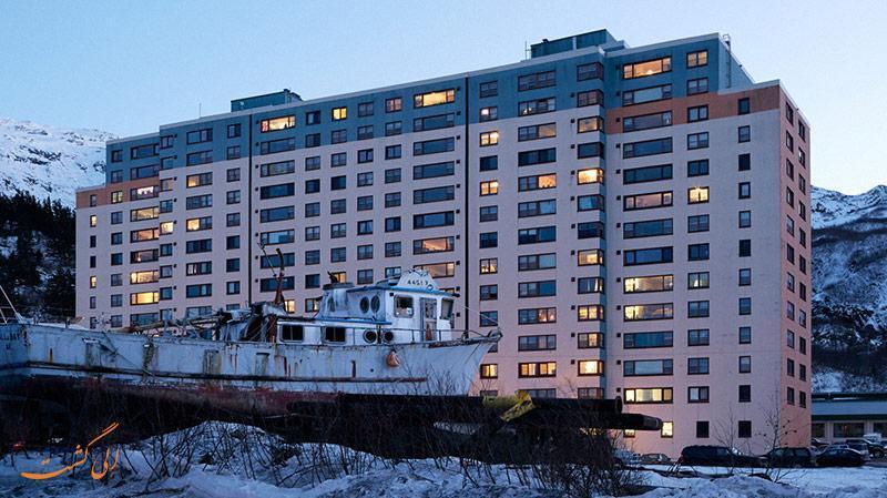 کل جمعیت این شهر در یک آپارتمان زندگی می کند!