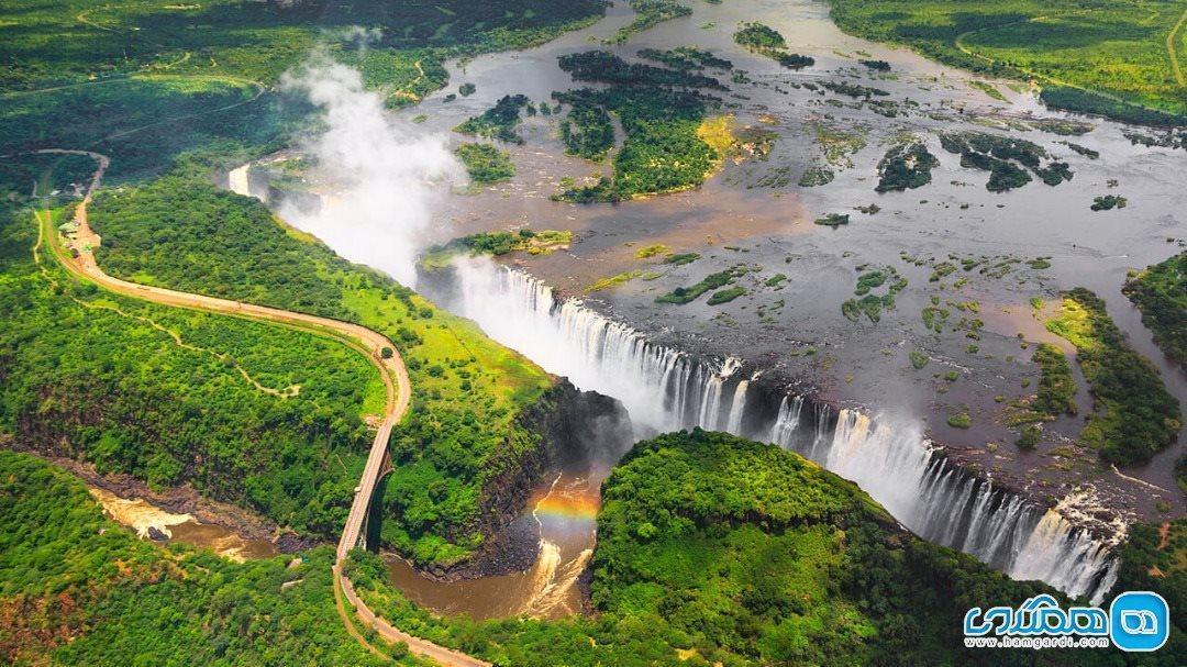 آبشار ویکتوریا، آبشاری آبی در دل سیاهی آفریقا