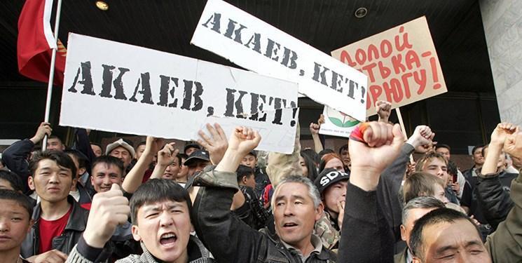 هواداران آتامبایف خواهان استفعای رئیس جمهور قرقیزستان شدند