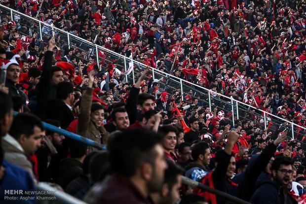 ناراحتی طرفداران پرسپولیس از سیدجلال، آرامش تماشاگران در آزادی