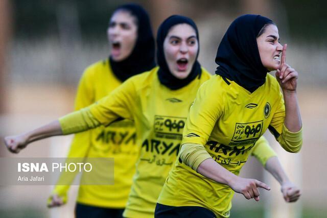 سرمربی تیم فوتبال بانوان سپاهان: لیگ سال جاری مدعیان بیشتری دارد