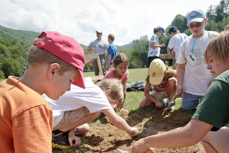 آشنایی بچه ها با باستان شناسی
