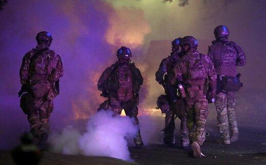 حمله وحشتناک نیروهای فدرال آمریکا به معترضان