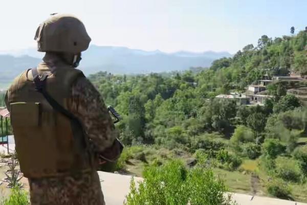 خبرنگاران اعتراض اسلام آباد به دهلی در پی نقض آتش بس در مرز کشمیر