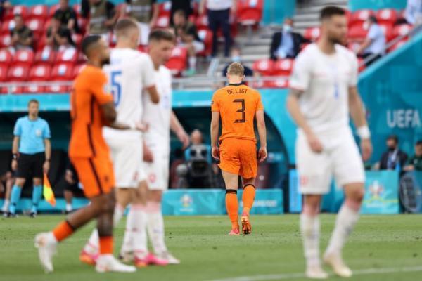 هلند 0 ، جمهوری چک 2؛ پرپر شدن لاله های نارنجی با اشتباه نابخشودنی ده لیخت